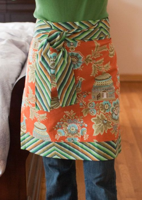 """Apron - No Seams Exposed"" Free Pattern designed Larissa from Stitches in Play"